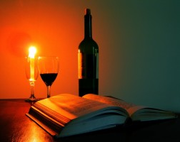 glass_of_wine_book_candle_239584
